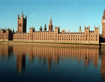 PA NEWS PHOTO 3/3/95 HOUSES OF PARLIAMENT AND BIG BEN AS SEEN FROM THE RIVER THAMES.